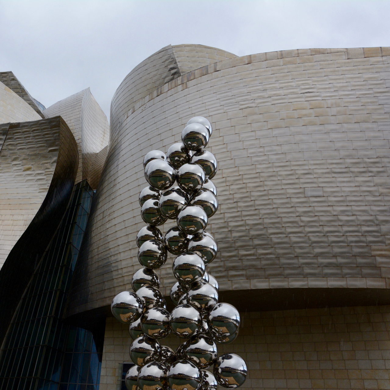 anish kapoor sculpture guggenheim bilbao spain