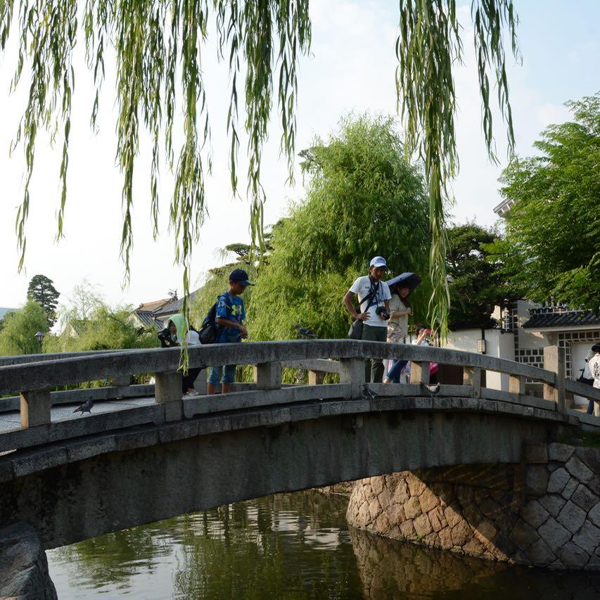 kurashiki bikan quarter bridge tourists