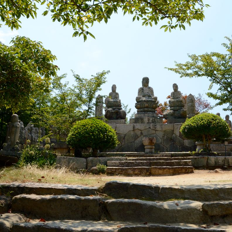 innoshima shiarataki shrine buddha statues