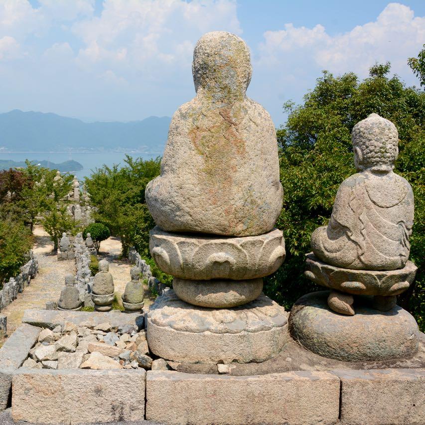 innoshima shiarataki shrine buddhas galore