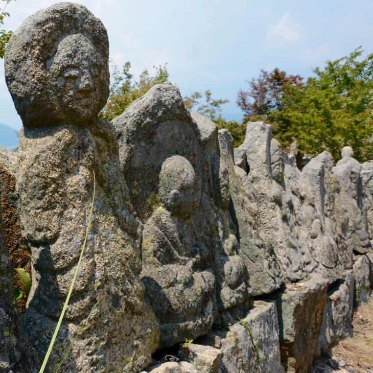 innoshima shiarataki shrine row of buddhas