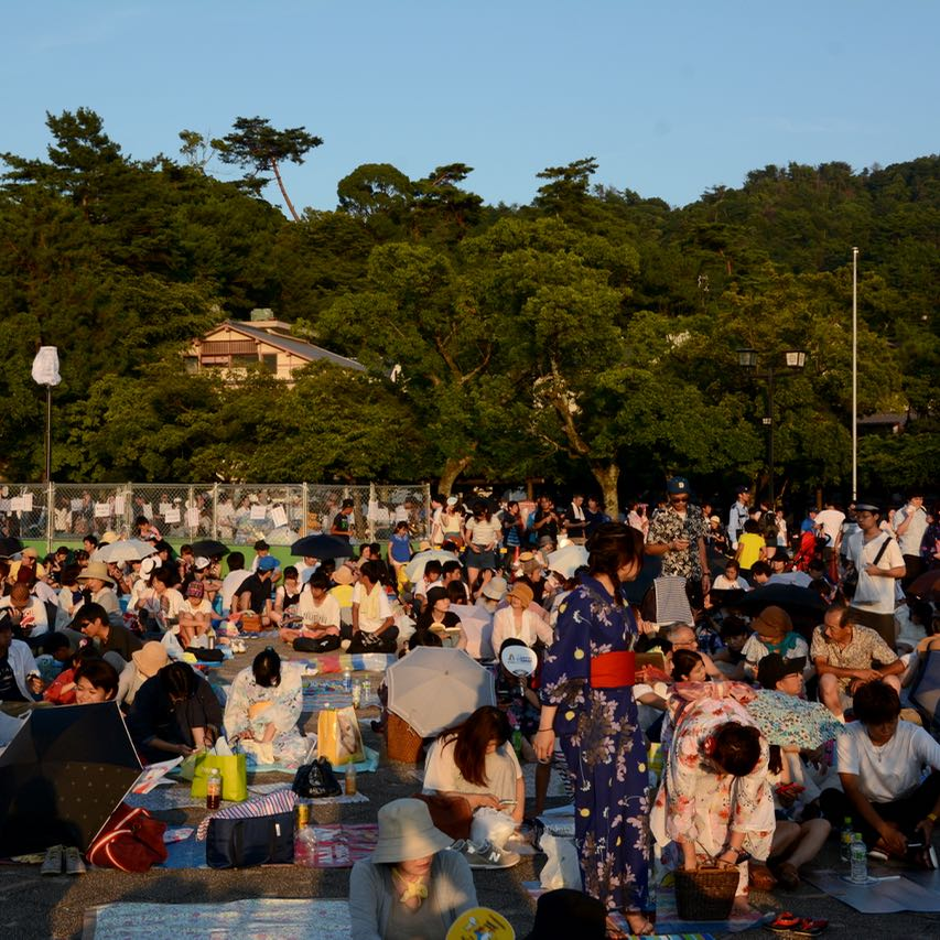 miyajima hanabi firework tourists