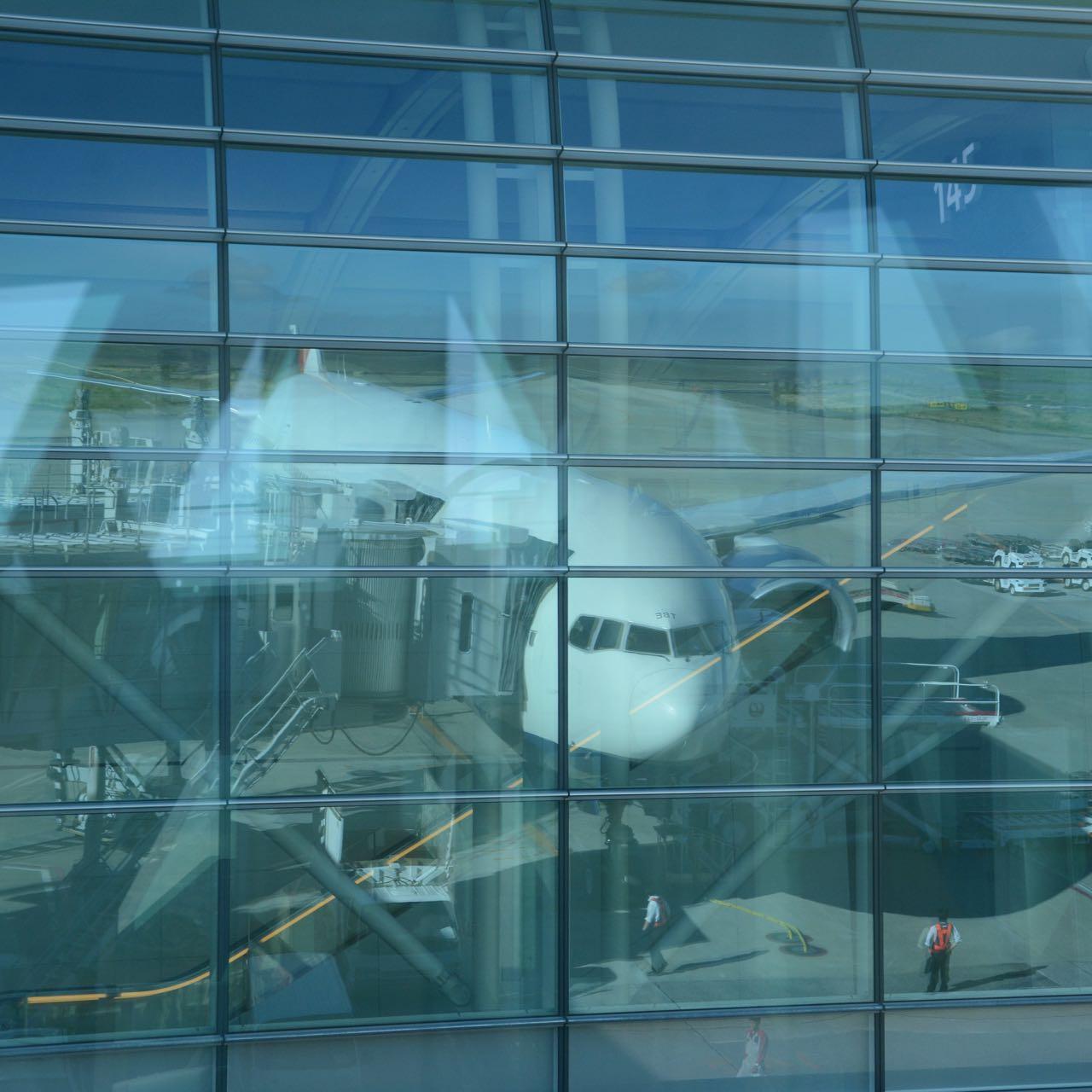 plane mirror image Haneda airport