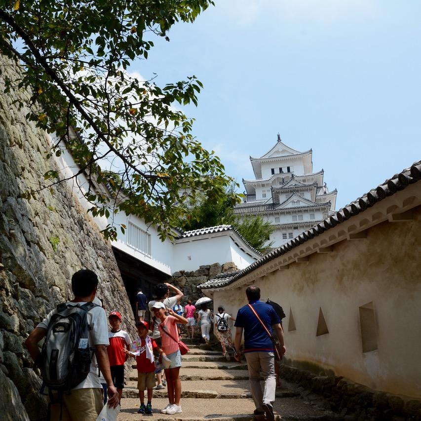 himeji castle architecture main keep tourists
