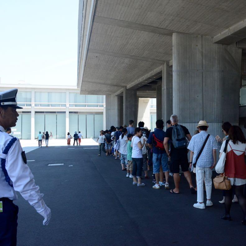 Hiroshima peace memorial museum tourists queue