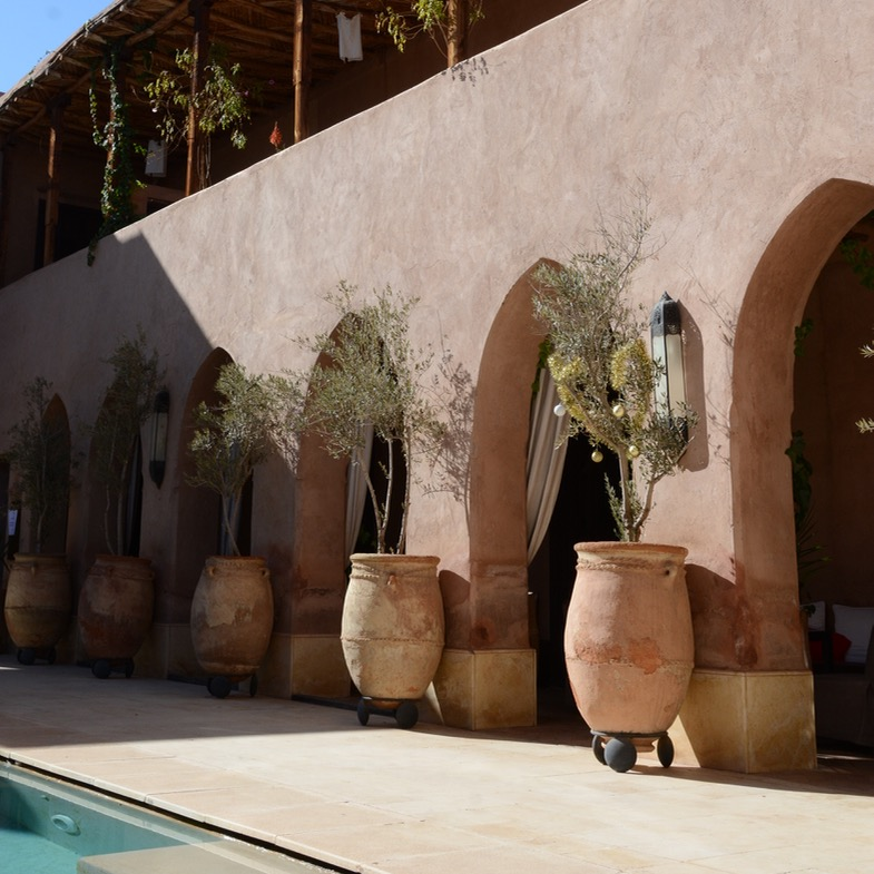 travel with kids children morocco marrakech hotel caravanserai pool side