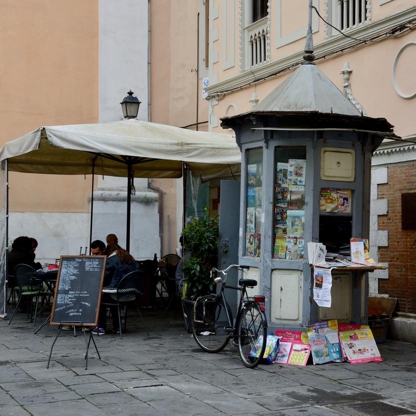 travel with kids children pisa italy newspaper kiosk