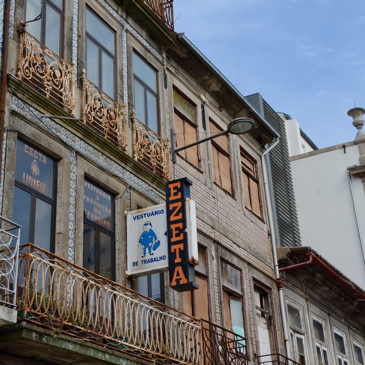 travel with kids children porto portugal shop front