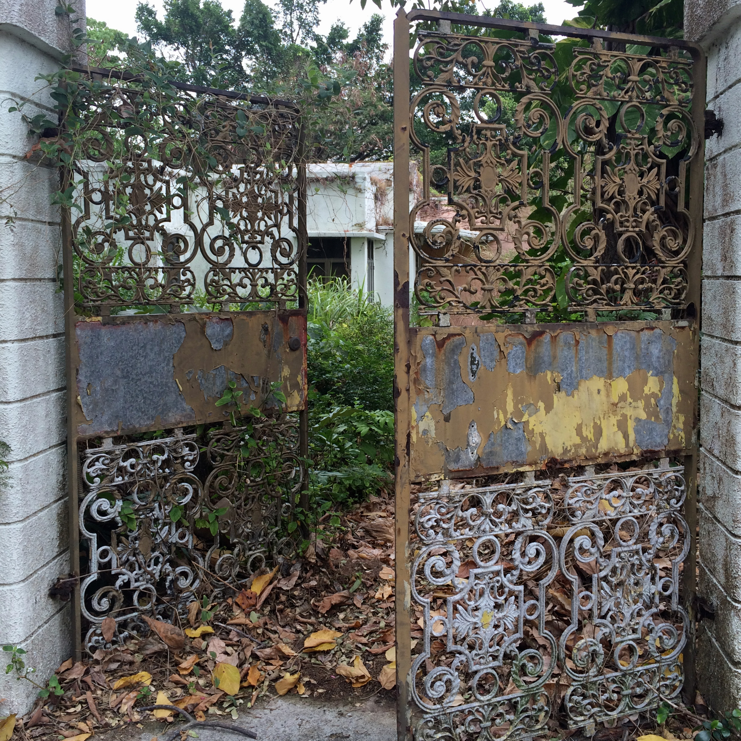 travel with kids children cheung chau island hong kong abandoned house gate