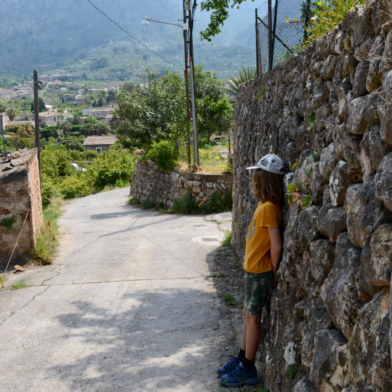 travel with kids children soller mallorca spain mirador ses barques walls