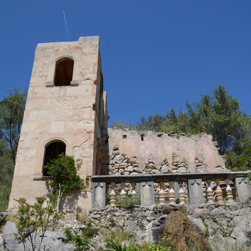 travel with kids children mallorca spain raixa estate false ruin