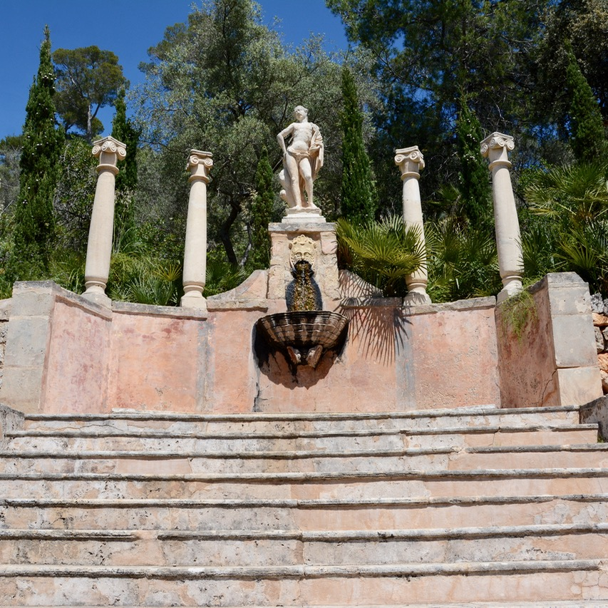 travel with kids children mallorca spain raixa estate apollo fountain